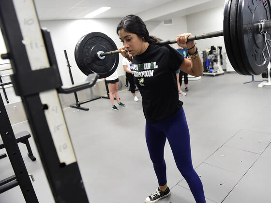 Kinesiology major and research assistant Isabella Mendiola demonstrates lifting in McDaniel's new Neuromuscular Lab.