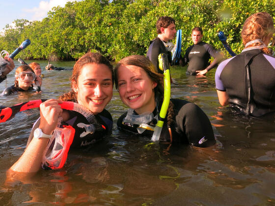 Jackie Fahrenholz (left) and Kathryn Dixon during their Jan Term study trip to the Bahamas