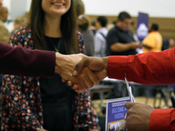 student handshake at job fair