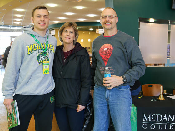 student with parents at Admitted Students Day