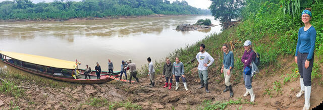 Forest Online students unload a boat using the human chain technique on the Tambopata River, Peru.